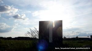 TempelhoferFreiheit_TheDayAfterVolksentscheid_Spaziergang_bySoliRemhof2014